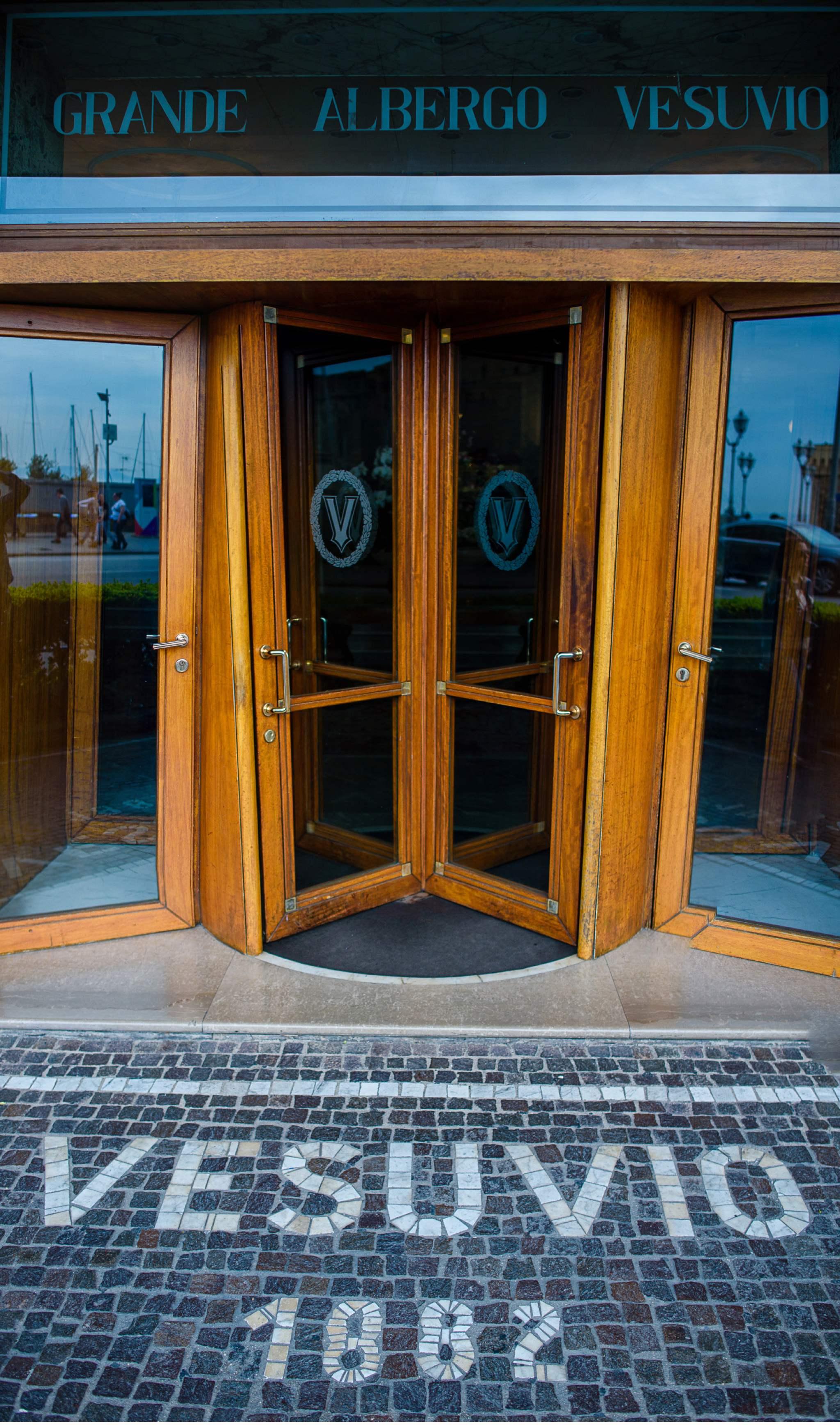 Entrance Hotel Vesuvio Napoli