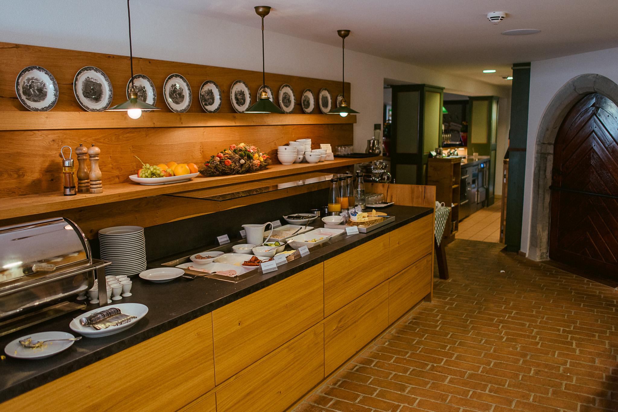 fruehstueck-hofgut-duerren-hotel-farny-zwischen-bodensee-und-allgaeu-1-von-1